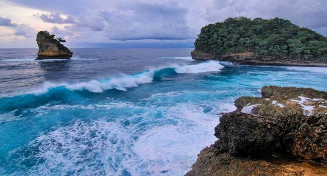 Obyek Wisata Pantai Ngliyep Malang Selatan