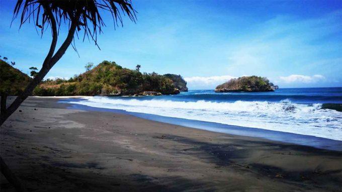 Wisata Pantai Bajul Mati Malang