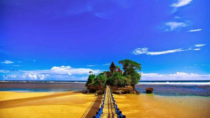 Wisata pantai di Malang - Balekambang
