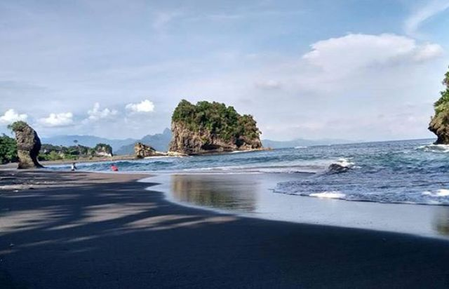 Wisata pantai di Malang - Pantai Licin